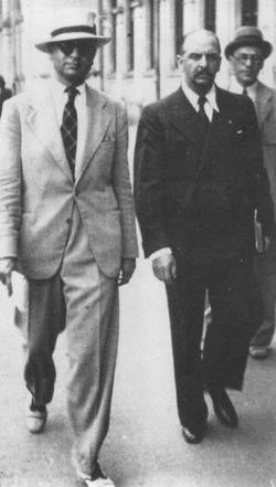 Părintele Daniil Sandu Tudor (dreapta) și Alexandru Mironescu (stânga)