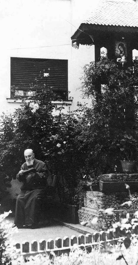 Părintele Constantin Sârbu la biserica Sapienției